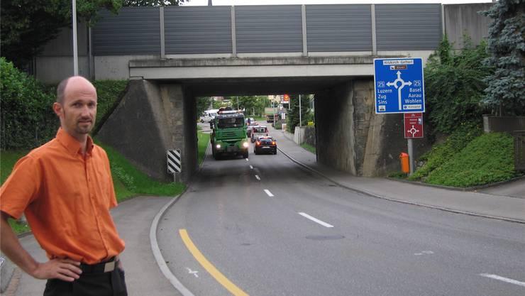 Der Einwender Erich Richner ist mit der geplanten Verengung der Strasse nicht einverstanden. zvg