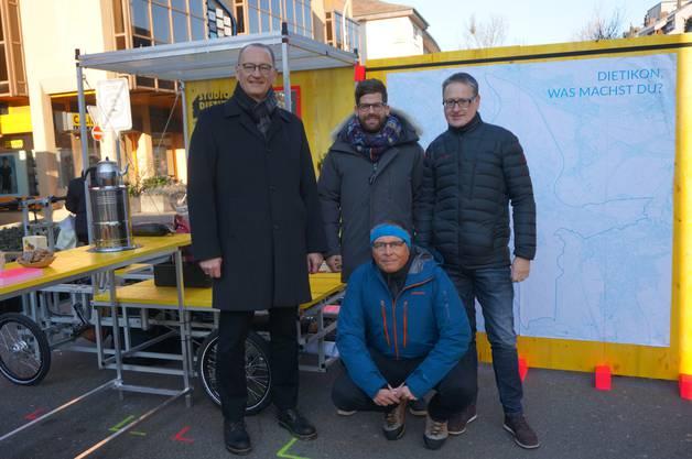Von links: die Stadträte Reto Siegrist (CVP), Philipp Müller (FDP), Lucas Neff (Grüne) und Stadtpräsident Roger Bachmann (SVP).