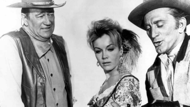 John Wayne (l) und Kirk Douglas (r) müssten im heutigen Kalifornien ihre Revolver durch Handys ersetzen (Archiv)