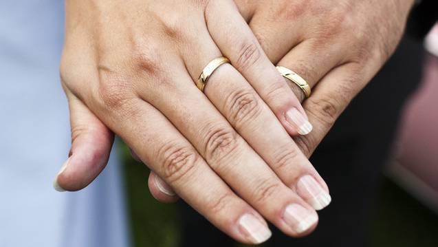 Viele Brautpaare bevorzugen eine zivile Trauung. (Symbolbild)