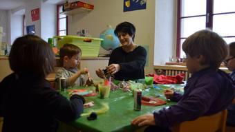 Familienergänzende Kinderbetreuung ist wichtig, etwa, wenn beide Elternteile berufstätig sind oder sein müssen.Deborah Onnis/Archiv