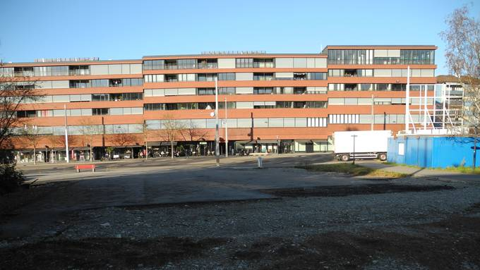 Der Betonboden verschwindet im Februar, der Pavillon (rechts) wird im Sommer rückgebaut