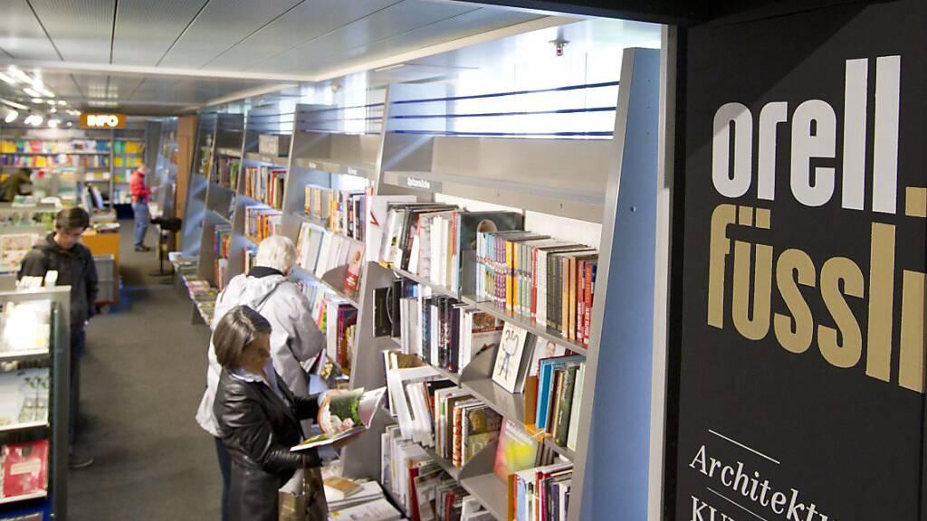 Gelesen wird auch in Pandemie-Zeiten – Orell Füssli hält den Umsatz beim Buchhandel dank Online-Kanälen knapp. (Archivbild)