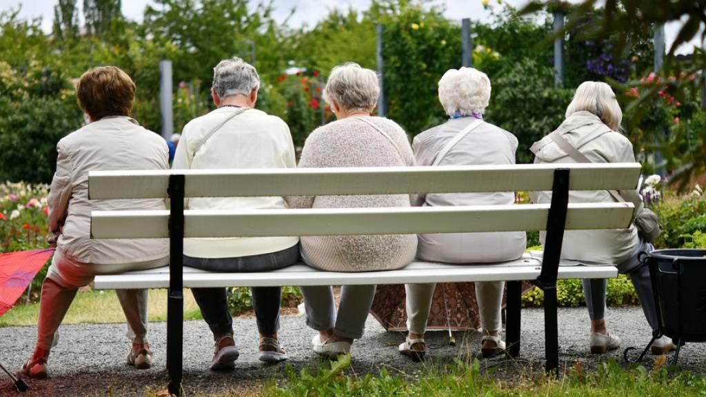 Der Schweizerische Gewerkschaftsbund fordert mit einer Volksinitiative eine 13. AHV-Rente. Besonders problematisch sei die Rentensituation der Frauen.