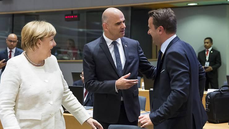 Bundespräsident Alain Berset (Mitte) hat am Asem-Gipfel mit Deutschlands Kanzlerin Angela Merkel und Luxemburgs Premierminister Xavier Bettel gesprochen. (Archiv)