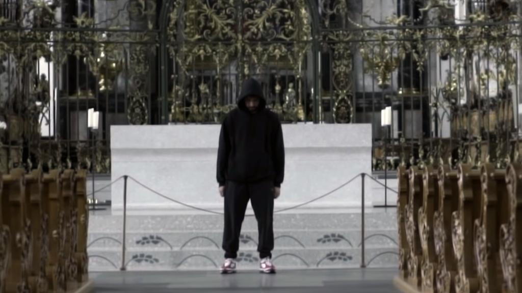 Der St.Galler Rapper «Monet 192» in der Kathedrale St.Gallen.