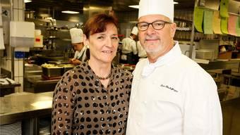 Das gehört ab 2017 der Vergangenheit an: Mimi und Louis Bischofberger in der Küche ihres Gasthofes Kreuz.felix gerber