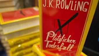 """Das Erwachsenenbuch """"Ein plötzlicher Todesfall"""" von J. K. Rowling (Archiv)"""