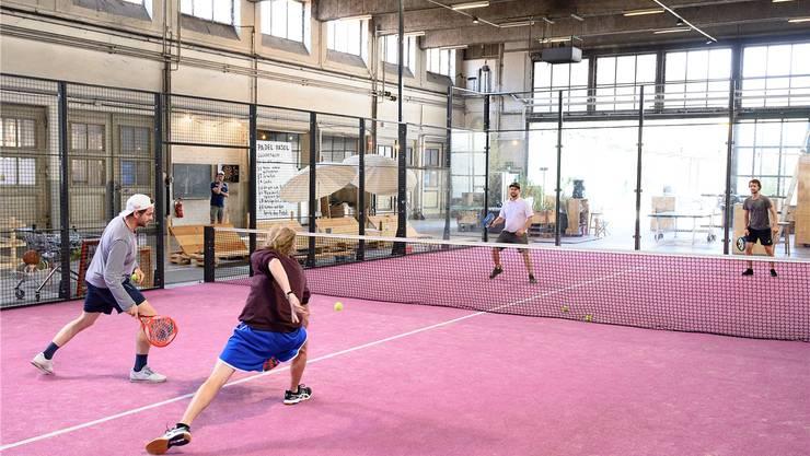 Balljungen und Linienrichter braucht es nicht bei Pádel, das übernehmen die Glasscheiben am Spielfeldrand. Kenneth Nars