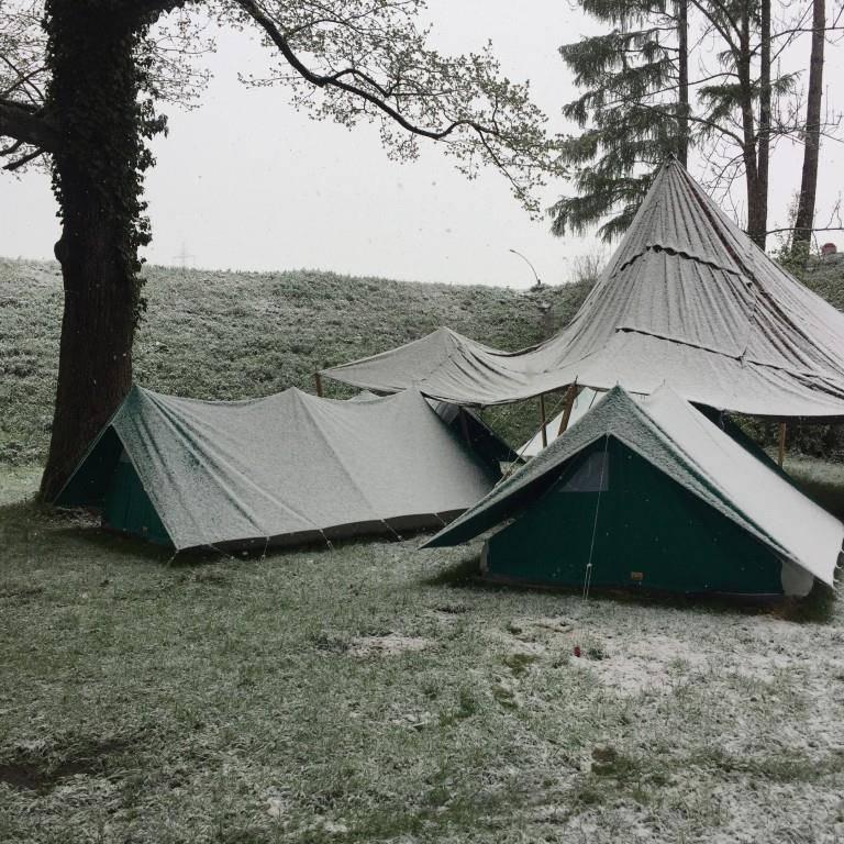 Zelten im Schnee (© Sheila Eggmann/FM1Today)