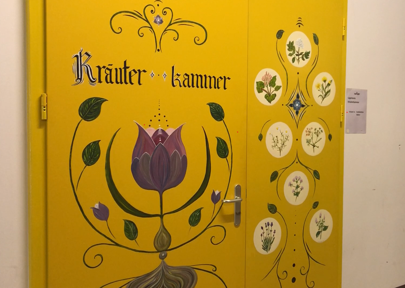 Die Kräuter-Kammer: Hier werden die geheimen Mischungen für den Alpenbitter produziert – Zugang haben nur die beiden Geheimnisträger.