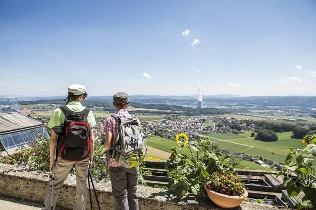 Aussicht über Lostorf und dem AKW Gösgen im Hintergrund. In der neunten Etappe ging es von Trimbach auf die Frohburg und zum Schloss Wartenfels. Eine Wanderung mit vielen schönen Aussichten.