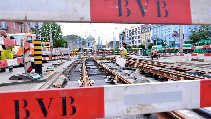 Ein Blick in den neuen Netzzustandsbericht der BVB zeigt: Besonders die Situation bei Kreuzungen ist alarmierend. (Archivbild: Baustelle Centralbahnplatz)