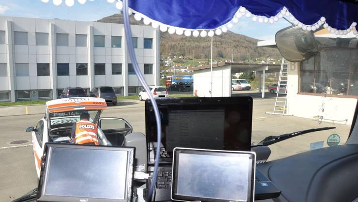 Der Tschechische Chauffeur hatte drei Laptops im Führerstand, welche das Blickfeld einschränkten.