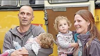 Martin Zweifel mit Tochter Ava und Rebekka Loosli mit Lia konnten ihr Glück kaum fassen.