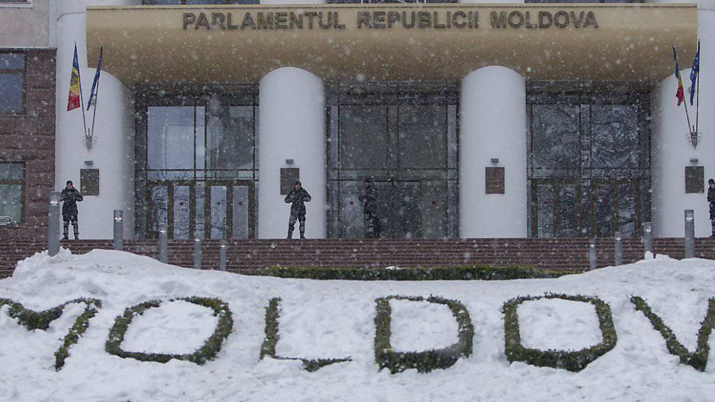 Streng bewachtes Parlament in Chisinau nach gewaltsamen Protesten Anfang 2016. (Archivbild)