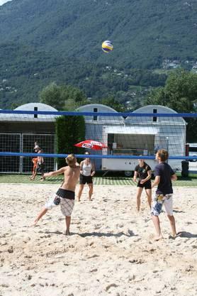 Beach-Volleyball direkt am Ufer des Lago Maggiore