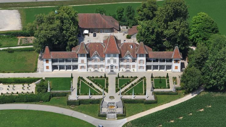 Das Schloss Waldegg ist von weit her einsehbar.