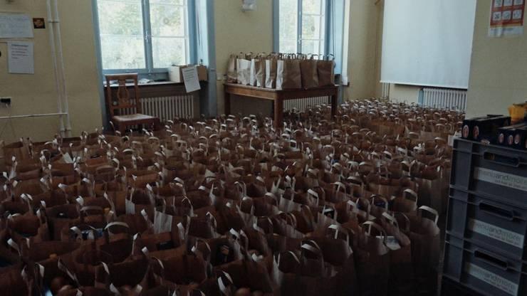 Die Autonome Schule verteilt jede Woche 2000 Essens-Säcke an Bedürftige