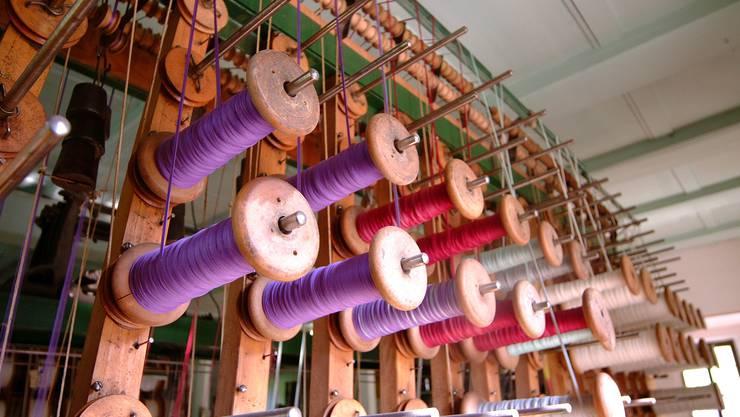 Spulen eines Bandwebstuhls im Weberei- und Heimatmuseum Ruedertal in Schmiedrued.
