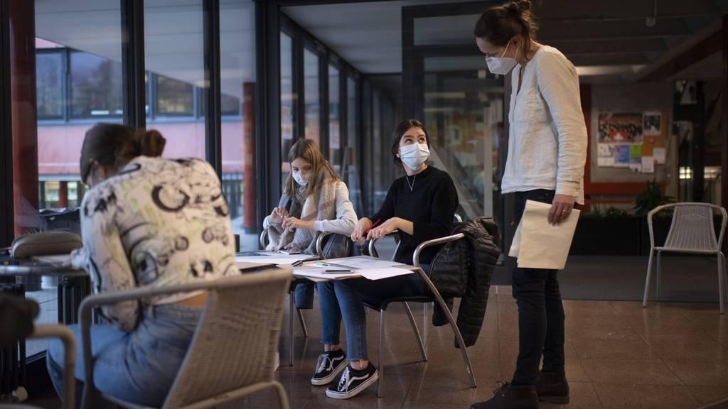 Schule im Kanton Glarus: Das Glarnerland verzeichnet nach wie vor zu hohe Fallzahlen.
