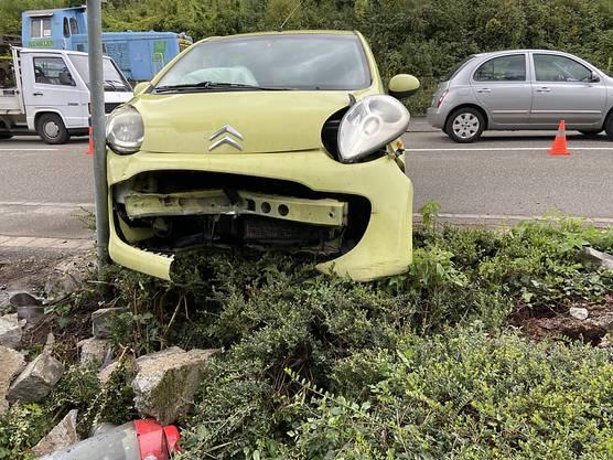 Leuggern AG, 30. September: Ein 59-jähriger Autofahrer verursachte nach einem Ausweichmanöver einen Selbstunfall. Verletzt wurde niemand.