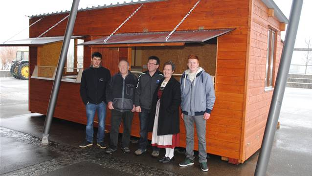 Eine stattliche Konstruktion, aber transportabel: Bachhüsli der Landfrauen des Bezirks Rheinfelden. – Foto: hfm