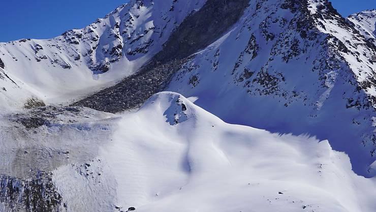 Der Felssturz am Flüela Wisshorn bei Davos umfasste mehrere zehntausend Kubikmeter Material. Zudem löste er eine Lawine aus.