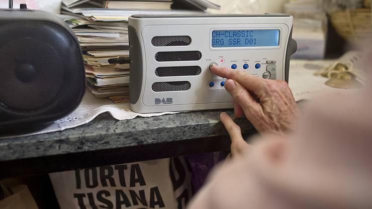 Die Schweizer Radios müssen bis Ende 2024 von der UKW- auf die digitale Technik DAB+ umstellen. Das Bakom unterstützt als Aufsichtsbehörde diesen Wandel. (Archivbild)