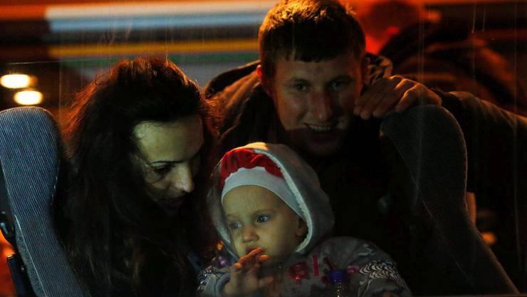 Eine kosovo-albanische Familie  im Bus Richtung Ungarn.