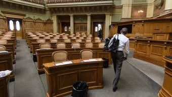 Der Letzte löscht das Licht: Philippe Schwab, Generalsekretär der Bundesversammlung, verlässt den Nationalraatssaal.