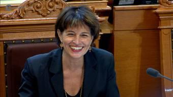 Während der Diskussion rund ums Jagdgesetz spielt Bundesrätin Leuthard auf die Rede von Ständerat Hösli an und sorgt damit für Gelächter im Saal.