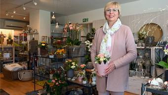 Susanne Roppel verfügt über ein reichhaltiges Sortiment an Geschenkartikeln. Bild: Bruno Kissling
