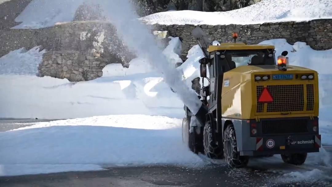 Schneeräumung am Grossen St. Bernhard