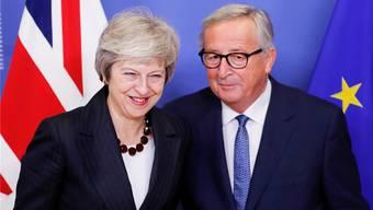 Müssen morgen noch offene Fragen klären: Premierministerin Theresa May (li.) und Kommissionspräsident Jean-Claude Juncker.OLIVIER HOSLET/EPA/Keystone