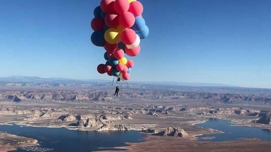 Mit 52 Ballons über sieben Kilometer in die Höhe
