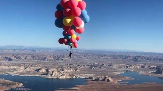 Mit 52 Ballonen rund 7000 Meter in die Höhe.