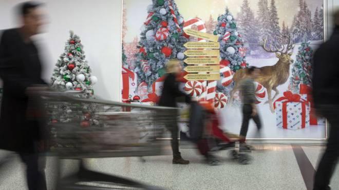 Sonntags-Beschäftigung im Advent: Die Sieben-Tage-Woche soll nicht nur in der Vorweihnachtszeit gelten, finden Touristiker. Foto Peter Klaunzer/Keystone
