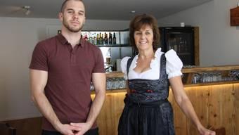 """Christian Wyss und seine Mutter Maia Beetschen haben das """"Weinstüberl"""" eröffnet."""