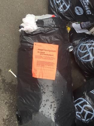 Falls die Abfallkontrolleure eine Adresse oder dergleichen finden, geht es diesem Abfallsünder an den Kragen – die Busse beträgt 200 Franken.