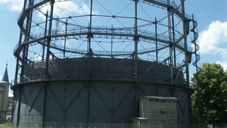 Der 1897 gebaute Gasometer auf dem Gaswerkareal in Schlieren steht als letzter existierender Teleskopgasbehälter der Schweiz unter Denkmalschutz. Der Heimatschutz hat ihn vor dem Abriss gerettet und renoviert. Foto: Jürg Krebs