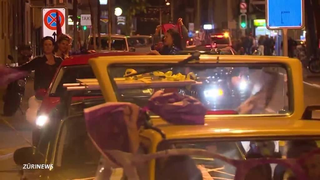Bereits um Mitternacht streikten Frauen für mehr Rechte