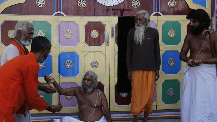 Heilige Hindus feiern am Samstag den Sieg ihrer Religionsgemeinschaft: Indiens Oberstes Gericht hat einen heiligen Ort in Ayodhya den Hindus zugesprochen.