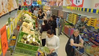 Nach dem Unfal gingen Unfallopfer wie auch die Unfallverursacherin im Lidl einkaufen. (Symbolbild)