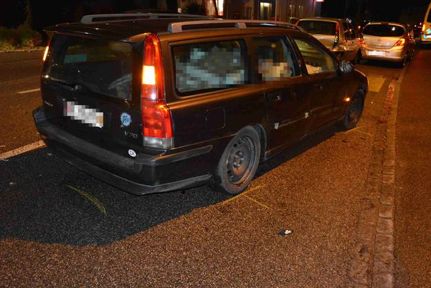 Die Fahrzeuglenker im mittleren und hintersten Auto wurden leicht verletzt.