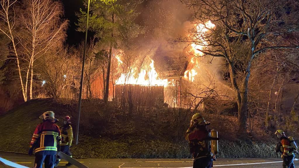 Einfamilienhaus wird bei Brand komplett zerstört