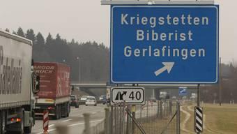 Die Lenkerin wollte in Kriegstetten die Autobahn verlassen - der Unbekannte versperrte ihr in der Ausfahrt den Weg. (Symbolbild)
