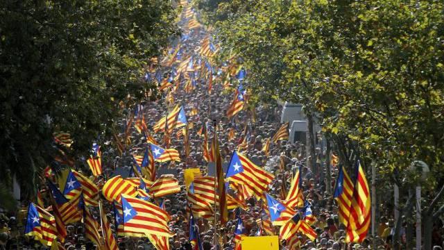 Viele Katalanen wollen sich von Spanien abspalten (Archiv)