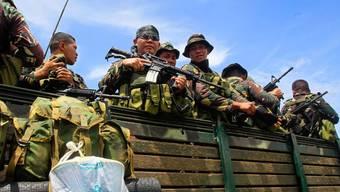 Soldaten patrouillieren in der Region, in welcher der Überfall geschah.