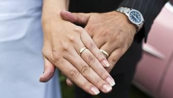 Führte das Paar eine Scheinehe? (Symbolbild)